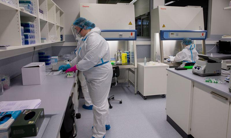 VU Gyvybės mokslų centro laboratorijos, kurioje tiriami COVID-19 mėginiai. Juditos Grigelytės (VŽ) nuotr.