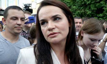 Naujas įrašas:iš lapo skaitanti S. Tichanovskajaragina nutraukti protestus