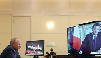 E. Macronas su V. Putinu aptarė padėtį Baltarusijoje