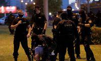 Baltarusijoje po naktinių protestų ligoninėse 50 žmonių, milicija prisipažino šaudžiusi