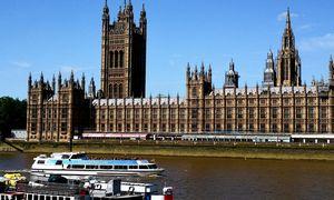 Po rekordinio kryčio JK ekonomika oficialiai recesijoje