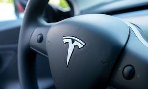 """""""Tesla"""" skelia akcijas į penkias dalis"""