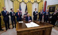 Izraelis ir JAE tarpininkaujant JAV sutarė normalizuoti santykius