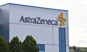"""EK pasirašė sutartį su """"AstraZeneca"""" dėl būsimos COVID-19 vakcinos tiekimo"""