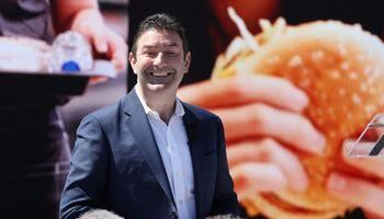 """Buvęs """"McDonald's"""" CEO klimpsta į skandalą dėl santykių su pavaldinėmis"""