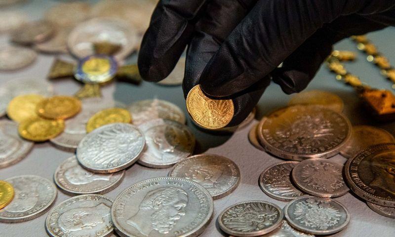 Aukštvilkių lobis. Jį sudaro - vokiškos sidabrinės ir auksinės monetos, ordinas, du auksiniai vestuviniai žiedai, laikrodis. Laimos Penek / LNM nuotr.