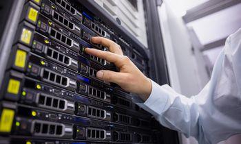 Šveicarai Lietuva neapsiribojo – duomenų centro operatorę įsigijo ir Latvijoje