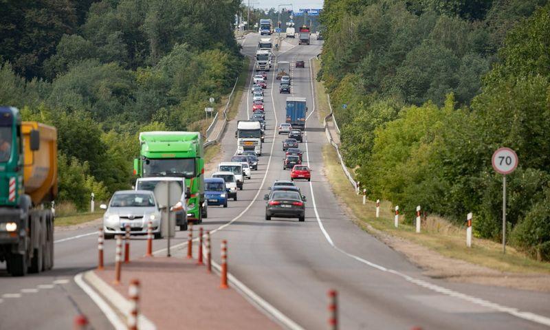 5,5 km kelio į Trakus bus iš pagrindų rekonstruota. Sauliaus Žiūros nuotr.