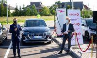"""Garliavoje atidaryta pirmoji """"Ionity"""" elektromobilių įkrovimo stotelė"""