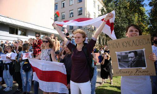 Minsko gatvėse – tūkstantinės moterų eitynės