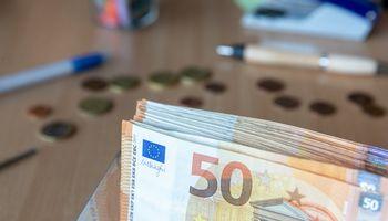 Lietuvos Vyriausybė 6 metams pasiskolino už neigiamas palūkanas
