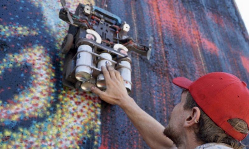 """Robotas Albertas dirba Merkinėje. """"SprayPrinter Technologies"""" / rengėjų nuotr."""