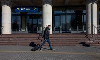 EK siūlo švelninti ribojimus keliaujantiems