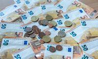 Lietuvos bankas trims bendrovėms penktadienį paįvairino sankcijomis