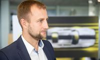 """Tris """"Opel"""" atstovus Vilniuje pakeitusi """"Autovici"""" kovos dėl prarastos rinkos"""