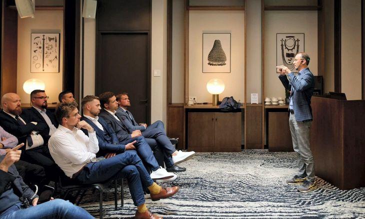 Kaip motyvuoti geriausius pardavimų profesionalus?