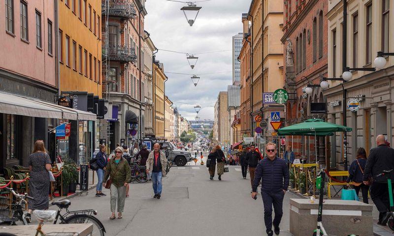 """Švedijoje nebuvo oficialių rekomendacijų viešumoje dėvėti kaukes. Tom Little (AFP/ """"Scanpix"""") nuotr."""