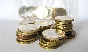 Rugpjūtį pagerėjo mokesčių surinkimas, bet skylę toliau didino atidėti mokesčiai