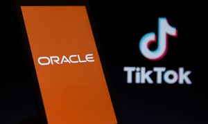 """D. Trumpas: """"Oracle"""" yra labai arti susitarimo su """"TikTok"""""""