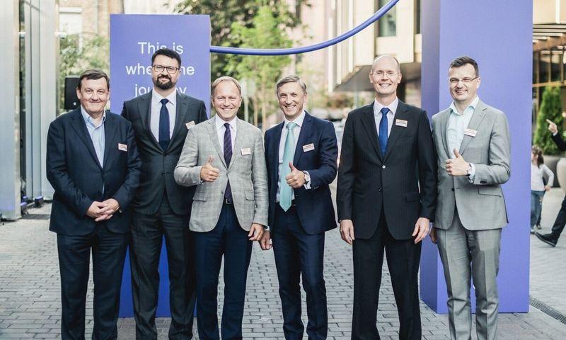 """Rinkos lyderiai – viename kadre (iš kairės į dešinę). Rolandas Valiūnas, advokatų kontoros """"Ellex Valiunas"""" vadovaujantysis partneris, Tomas Kontautas, """"Sorainen"""" Lietuvos biuro vadovaujantysis partneris, dr. Irmantas Norkus, advokatų kontoros """"Cobalt"""" Lietuvos biuro vadovaujantysis partneris, Laimonas Skibarka, advokatų kontoros """"Sorainen"""" vadovaujantysis partneris, Aku Sorainenas, """"Sorainen"""" vyresnysis partneris Estijoje, Vilius Bernatonis, """"TGS Baltic"""" vadovaujantysis partneris Įmonės nuotr."""