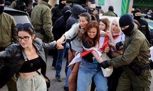 """Minske sulaikyta per 300 žmonių, """"Nexta"""" paskelbė VRM darbuotojų duomenis"""