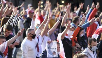 Baltarusijoje nerimsta protestai, A. Lukašenkos rezidenciją saugo šarvuočiai