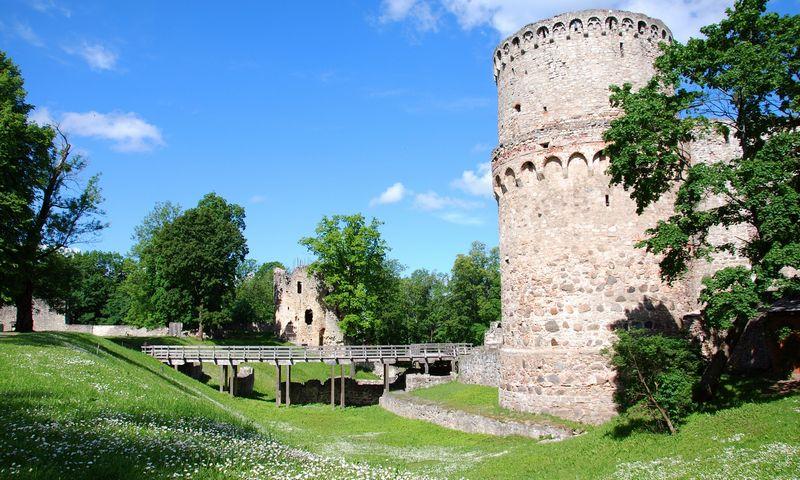 Latvija. Cėsis - miestas Latvijos šiaurinėje dalyje, , Vidžemėje. XIII a. kryžiočių statytos Cėsio pilies liekanos. Jolantos Malinauskienės nuotr.