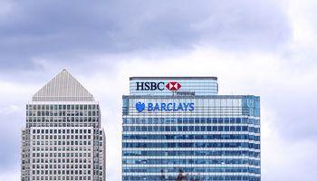 """Informacijos apie įtartinas bankų operacijas centre – HSBC ir """"Standard Chartered"""""""
