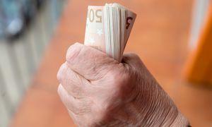 """Anuitetų išmokas gauna 64 pensininkai, kurie """"Sodrai"""" patikėjo 1 mln. Eur"""