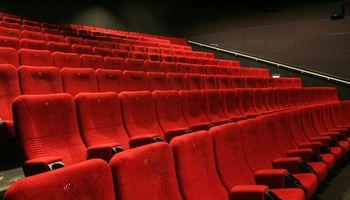 """Darbuotojų atleidžia """"Forum Cinemas"""", """"Lux Express"""", bankrutuojanti Gargždų plytų gamykla"""