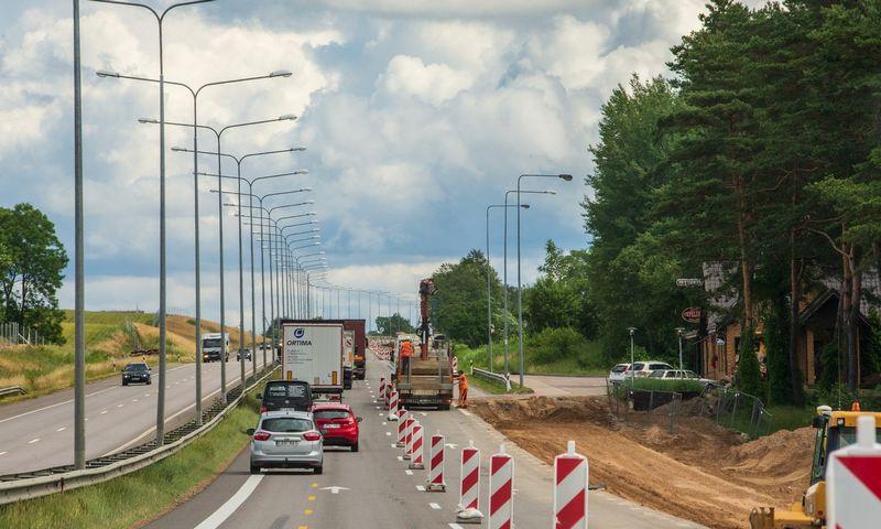 2021 m. Lietuvos valstybinės reikšmės keliuose beveik nebeliks senos kartos šviestuvų. Vladimiro Ivanovo (VŽ) nuotr.