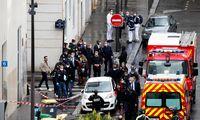 """Paryžiuje šalia buvusios """"Charlie Hebdo"""" redakcijos peiliu sužaloti du žmonės"""