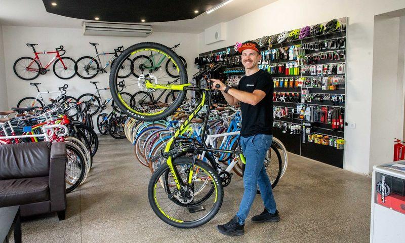 """Arnoldas Valiauga, MB """"Valservis"""", valdančios dviračių taisyklą """"Veloklinika"""", direktorius. Juditos Grigelytės (VŽ) nuotr."""