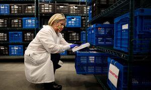 Vakcinai platinti pasaulis skuba šaldyti tiekimo grandinę ir kurti šaldiklių fermas