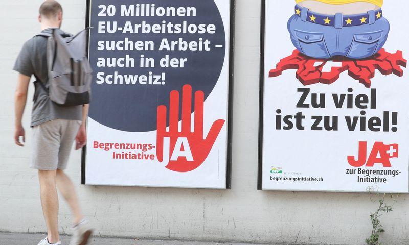 """Šveicarijos referendumo dėl laisvo asmenų judėjimo agitacija. Arnd Wiegmann (""""Reuters""""/""""Scanpix"""") nuotr."""