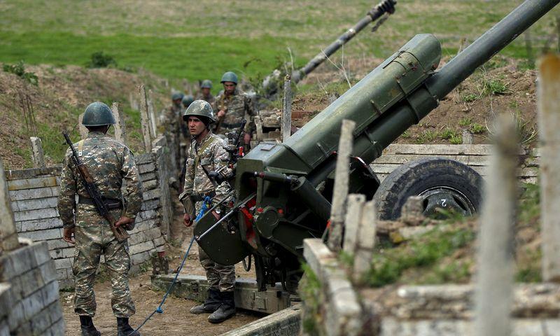 """Kalnų Karabacho armėnų artilerijos pajėgos. """"Reuters""""/""""Scanpix"""" nuotr."""