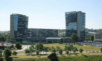 """""""Eastnine"""" perka biurų komplekso """"Vilniaus vartai"""" dalį"""