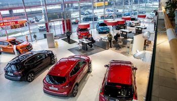 Ekspertai: dėl karantino automobilių pardavimas smuko, tačiau jiems skolinamasi daugiau