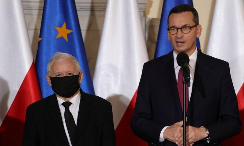 """Jaroslawas Kaczynskis ir Mateuszas Morawieckis. Slawomiro Kaminskio (""""Agencja Gazeta"""" / """"Reuters"""" / """"Scanpix"""") nuotr."""