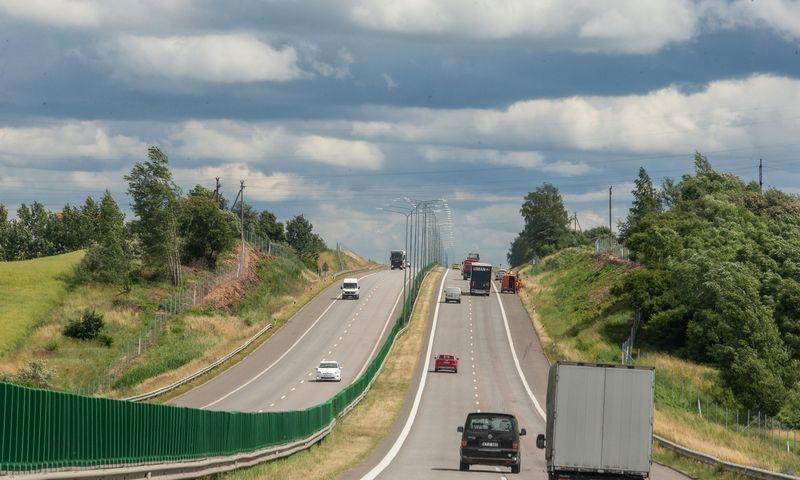 Šiuo metu Lietuvoje kelių mokestis renkamas, atsižvelgiant į komercinio transporto naudojimosi keliais trukmę. Vladimiro Ivanovo (VŽ) nuotr.