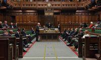 """JKparlamentas pritarė """"Brexit"""" sutarimui prieštaraujančiam įstatymui"""