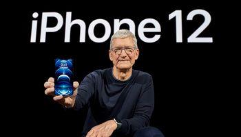 """""""Apple"""" pristatė naujuosius """"iPhone 12"""", palaikysiančius 5G ryšį"""
