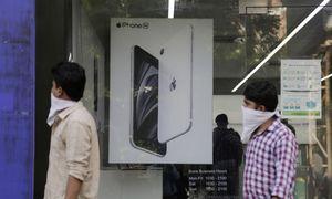 """Indija subsidijomis suviliojo """"Apple"""" ir """"Samsung"""" – didins gamybą šalyje"""