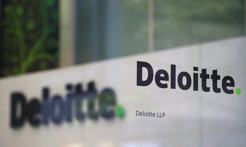 """Audito ir konsultacijų bendrovė """"Deloitte"""" pranešė, kad uždaro dalį biurų Jungtinėje Karalystėje. Hannah'os McKay (""""Reuters""""/""""Scanpix"""") nuotr."""