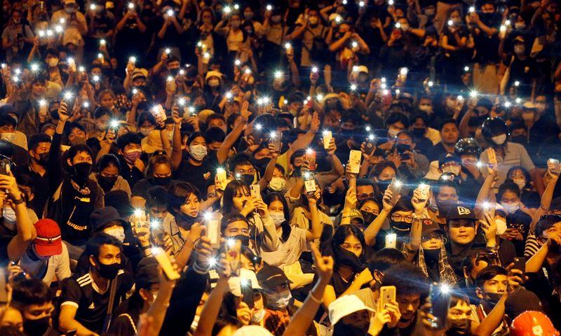 """Protestuotojai Tailande ragina premjerą atsistatydinti, o monarchiją - imtis reformų. Soe Zeya Tun (""""Reuters"""" / """"Scanpix"""") nuotr."""
