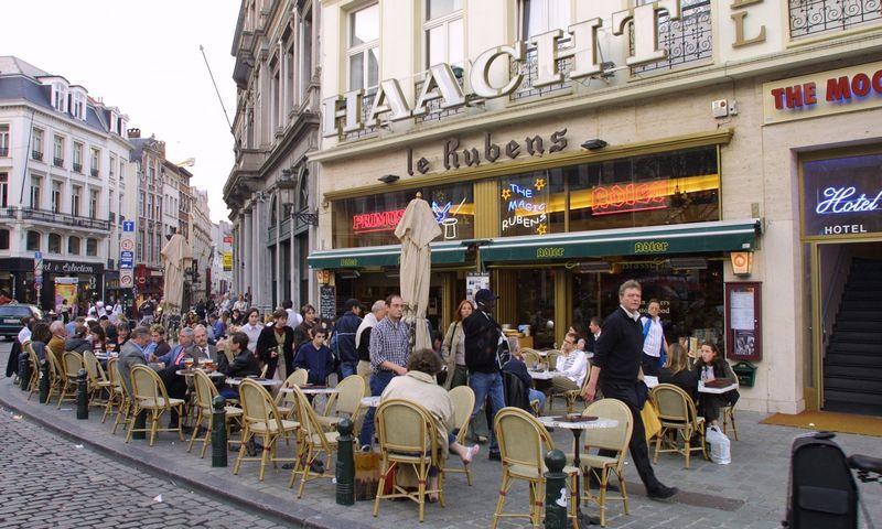 Briuselio miesto regionas jau įvedė ribojimus kavinėms ir restoranams praėjusią savaitę, tačiau nuo pirmadienio jie galios visoje šalyje. Vladimiro Ivanovo (VŽ) nuotr.