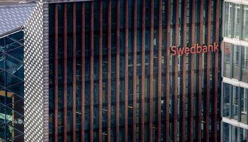 """Swedbank"" Lietuvoje pelnas smuko 21%, grupės pelnas smuko 45%"