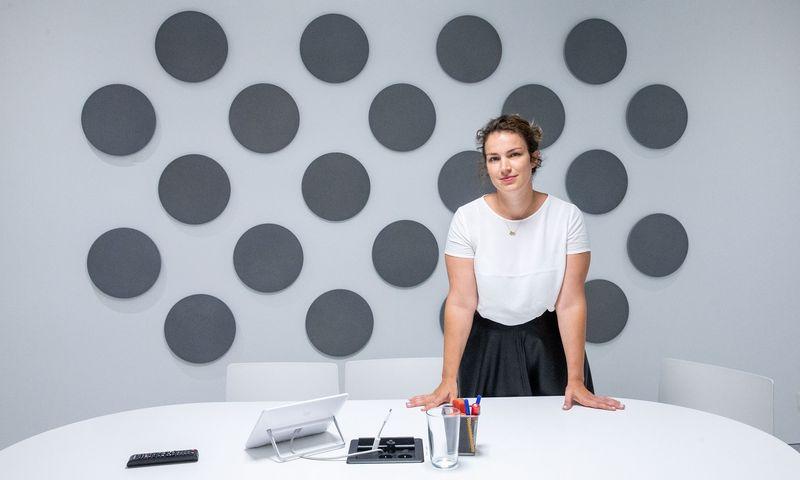 """Monika Laukaitė, bendrovės """"Wix"""" padalinio Lietuvoje vykdomoji direktorė, sako, kad tenka pačiai rodyti iniciatyvą ir klausti, kaip darbuotojai jaučiasi. Juditos Grigelytės (VŽ) nuotr."""