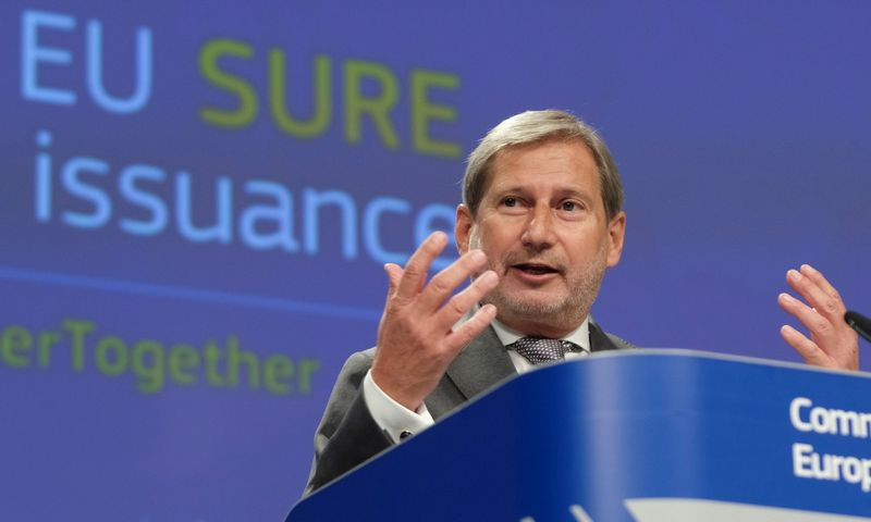 "EK Komisaras biudžeto reikalams  Johannesas Hahnas Olivier Hoslet (""Reuters"" / ""Scanpix"") nuotr."