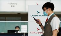 """""""Cathay Pacific"""" atleidžia ketvirtadalį darbuotojų"""
